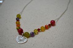 Collar primavera en ámbar de Chiapas certificado, piedras naturales y dije de rodio.  de venta en www.joyeriaquintosol.com