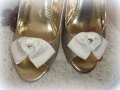 Shoe Clips White Grosgrain ribbon, Vintage Musi Style womens bridal wedding NEW