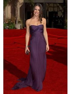 All it took was one glance at Evangeline Lilly's regal Versace dress and we completely fell in love. The pleated details and fitted bodice showed off Evangeline's killer figure for maximum hotness.