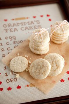 Southern Tea Cakes are a deliciously simple dessert to feed a crowd. Köstliche Desserts, Delicious Desserts, Dessert Recipes, Yummy Food, Dessert Bread, Yummy Yummy, Tea Cake Cookies, Cupcakes, Bar Cookies