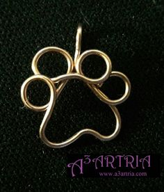 Spectacular paw print jewelry for your four-legged friends and their . - Spectacular paw print jewelry for your four-legged friends and your compatriots … # - I Love Jewelry, Copper Jewelry, Jewelry Making, Copper Wire, Wire Necklace, Wire Earrings, Wire Crafts, Jewelry Crafts, Handmade Wire