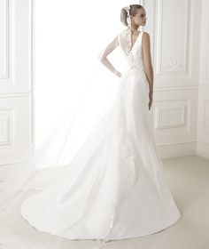 """2015 Pre-Collection at Pronovias """"Bonnie"""" from the back.."""