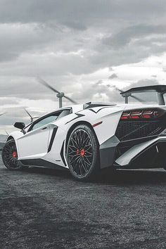 The Lamborghini Huracan was debuted at the 2014 Geneva Motor Show and went into production in the same year. The car Lamborghini's replacement to the Gallardo. Audi Q7, Audi R8 V10 Plus, Luxury Sports Cars, Top Luxury Cars, Sport Cars, Lamborghini Aventador, Carros Lamborghini, White Lamborghini, Lamborghini Models