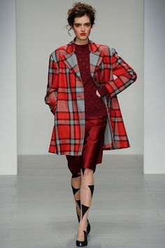 Vivienne Westwood Red Label Fall 2014 Ready-to-Wear Fashion Show - Anouk Hagemeijer.