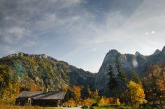 Der Offensee im oberösterreichischen Salzkammergut ist ein Bergsee bei der Gemeinde von Ebensee am Traunsee und liegt an der Nordseite des Toten Gebirges. Special Words, Best Funny Pictures, Landscape Photography, Infinity, Mountains, Autumn House, Travel, Wooden House, Shelter
