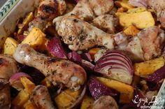 Курица с тыквой, луком и грецкими орехами от Юлии Высоцкой  Тыкву можно заменить свеклой, я вообще очень люблю запеченные в духовке овощи подавать в качестве гарнира — на столе их много никогда не бывает, всем хочется еще и еще! #едимдома #готовимдома #рецепты #кулинария #домашняяеда #вкусно #юлиявысоцкая