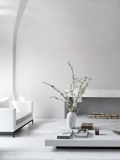 Poetic Minimalism: a serene Parisian apartment by Guillaume Alan — Design Hunter Minimalist Sofa, Minimalist Apartment, Sala Grande, Diy Zimmer, Inside Design, Beautiful Living Rooms, Living Room Grey, Cozy Living, Design Furniture