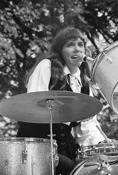 Karen Carpenter, Richard Carpenter, The Carpenters, Celebrities Who Died, Celebs, Karen Richards, Female Drummer, Vintage Drums, Women Of Rock