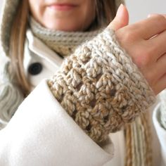 Image may contain: closeup Crochet Wrist Warmers, Arm Warmers, Carpet Samples, Fingerless Gloves, Free Crochet, Free Pattern, Crochet Patterns, Brittany, Gifts