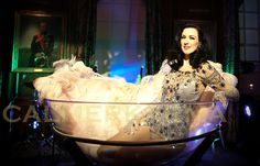 Burlesque Dancer performing in and around a giant champagne glass. Vegas Showgirl, Corporate Entertainment, Party Entertainment, Film Burlesque, Burlesque Outfit, Circus Acts, Gatsby Themed Party, Eyes Wide Shut, Western Girl