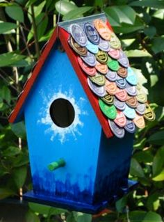 Bird house with beer/soda cap shingles Beer Cap Art, Beer Bottle Caps, Bottle Cap Art, Beer Caps, Bottle Cap Projects, Bottle Cap Crafts, Creative Crafts, Fun Crafts, Arts And Crafts