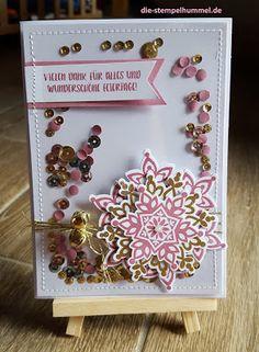 Weihnachtskarte mit Produkten von SU, Festive Flurry, Zarte Pflaume, gold embosst und Schüttelelementen, goldener Kordel sowie Glöckchen
