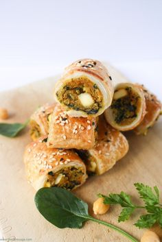 chickpea and sweet potato sausage rolls Sub the egg and skip the cheese. Spinach, chickpea and sweet potato sausage rolls Veggie Recipes, Vegetarian Recipes, Cooking Recipes, Healthy Recipes, Vegetarian Canapes, Vegetarian Buffet, Vegetarian Meals For Kids, Savoury Recipes, Mexican Recipes