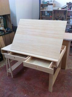 Foto: Picapino Esta es la mesa de dibujo de Manolo que os contábamos aquí , que ya está montada y lista para ir a teñirse las canas al ...