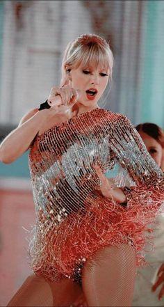 trendy pop art sexy girl taylor swift - New Sites Taylor Swift Tumblr, Taylor Swift Hot, Taylor Swift Music, Long Live Taylor Swift, Taylor Swift Style, Taylor Swift Pictures, Red Taylor, Taylor Swift Wallpaper, Millie Bobby Brown