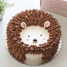 Hedgehog buttercream cake