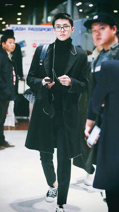 94 airport / Black Hair #2017 Sehun, Kpop Fashion, Mens Fashion, Airport Fashion, Xiuchen, Exo Members, Chanbaek, Airport Style, Look Cool