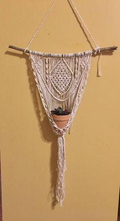 Suspensión de la planta de macrame Macrame Plant Hangers, Home Crafts, Projects To Try, Weaving, Dreams, Boho, Mandalas, Tejidos, Crafts