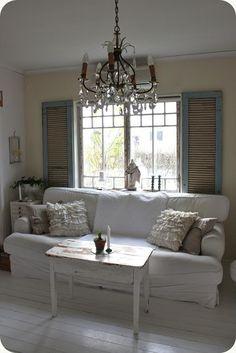 40 Best Antique Chandelier Design Ideas for your Living Room - JustHomeIdeas Chandelier Design, Antique Chandelier, Love Your Home, White Rooms, Shabby Chic Style, White Decor, Bedroom Colors, Home Decor Furniture, House Design