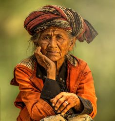 - An Elderly Lady at Tegalalang, Bali, Indonesia. Not sure if she qualifies for th… An Elderly Lady at Tegalalang, Bali, Indonesia. Not sure if she qualifies for th… – Foto Portrait, Portrait Photography, We Are The World, People Around The World, Population Du Monde, Old Faces, Interesting Faces, Belle Photo, Old Women