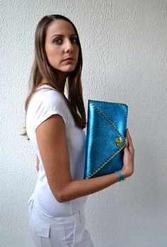 Embrayage de la main en cuir bleu métallisé avec chaîne / bleu métallique en cuir italien sur Etsy, 84,17€