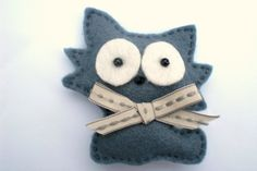 Grey Felt Cat Brooch,