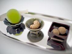 一般的に日本料理では、ちょっとした珍味などを入れて使われることが多い小付です。- 和色珍味豆皿〜金善窯〜有田焼 Japanese Plates, Products