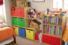 Mueble Escalera Colores | Mueble en terciado con puertas y cajones lacados de colores, terminación barniz natural semi brillo. | Medidas 2.30 / 0.40 / 1.60 mts.