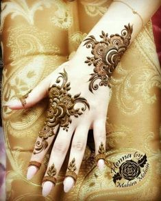 We have got a list of top Arabic Mehndi designs for Hand. You can choose Arabic Mehndi Design for Hand from the list for your special occasion. Modern Henna Designs, Henna Tattoo Designs Simple, Latest Henna Designs, Basic Mehndi Designs, Arabic Henna Designs, Mehndi Designs For Beginners, Mehndi Designs For Girls, Mehndi Designs For Fingers, Latest Mehndi Designs