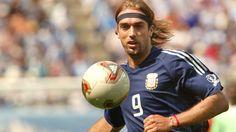 #9ine @Batistuta Soccer Ball, Gabriel, Sports, Hs Sports, Archangel Gabriel, European Football, European Soccer, Soccer, Sport