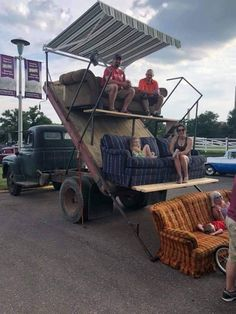 You Have to Admire Redneck Engineering Photos) - Suburban Men Cool Trucks, Big Trucks, Cool Cars, Chevy Trucks, Pickup Trucks, Extreme 4x4, Offroader, Stadium Seats, Drive In Theater