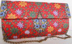 Carteira nellfernandes em algodão italiano floral com fundo vermelho.