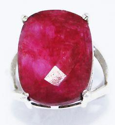 Anel com Esmeralda Reconstituída em prata 925.    Medidas:    Largura: 1,4cm    Altura: 2,0cm    Luxo Puro este anel:  Aros: 17,18,19,20,21 e 22 R$ 149,99