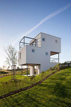 Дома-кубики в Словакии: геометричные здания на курорте от архитектурного бюро Endorphine | AD Magazine