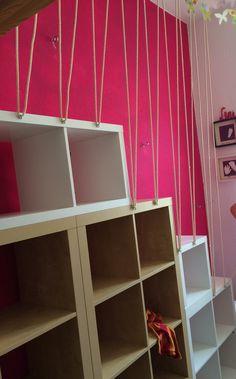 Die Treppe nimmt Formen an. Dank Ikea und Kallax und ...