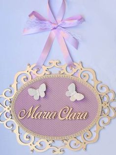 enfeite personalizado quadro porta maternidade aplique resin Diy Party Crafts, Craft Party, Easy Crafts, Diy And Crafts, Decoration Buffet, Baby Girl Names, Baby Decor, Baby Shower Themes, Baby Room