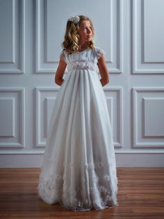 Os presentamos la original y bonita colección 2014 de vestidos de comunión para niñas de la firma Olacaracola.