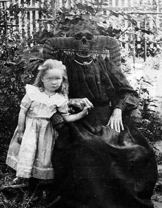 Come and sit on grandma's knee darling 💀💀 horror gothgirl goth scary macabre creepy skull spooky blackmetal metalhead 666 evil Creepy Old Photos, Creepy Pictures, Arte Horror, Horror Art, Creepy Art, Scary, Creepy Horror, Real Horror, Creepy Kids