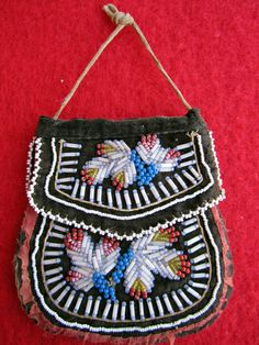 1850-1880 Iroquois beaded pouch