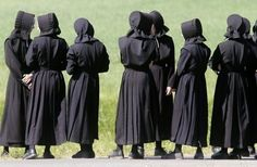 Old Order Amish women from very conservative church community ...