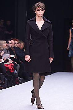 Alberta Ferretti Fall 2001 Ready-to-Wear Fashion Show - Madeleine