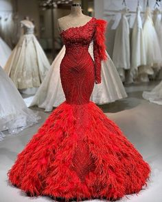 Fiora and Stella TasarmHasibe iek Haute 896 83 . African Prom Dresses, Pageant Dresses, African Dress, Fabulous Dresses, Beautiful Gowns, Red Fashion, Fashion Dresses, Fashion Ideas, Curvy Fashion