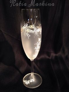 """Cristal pintado a mano alzada. Un regalo ideal para los novios o aniversario de boda o simplemente tener una cita romántica ! Taller de artesanía """" A Mano"""" Katia Markina . Ezcaray La Rioja España"""