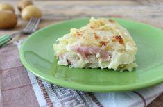 Uno squisito modo per preparare una ricetta semplice semplice con le patate: Parmigiana di patate con tanta cremosa besciamella e tanta mozzarella filante