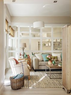 This gorgeous modern apartment is a home for two women, a mother and her adult daughter. Home Living Room, Interior Design Living Room, Living Room Decor, Design Interior, Style Deco, Classic Interior, Cuisines Design, Small Space Living, Style At Home