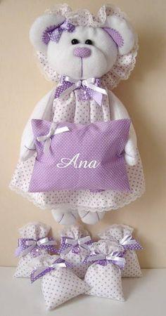 Kit de Maternidade contendo:  enfeite para porta maternidade ursinha em pelúcia  + Saches.