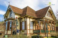 Castelinho do Caracol - a casa que virou museu é uma das primeiras da região e abriga um café que serve uma deliciosa apfelstrudel, a torta de maçã alemã - confira >>> http://www.guiaviagensbrasil.com/rs/onde-comer-em-canela/