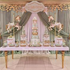 Carrossel lindo por @mirrormirrordesigns!  #srafesta #carrossel #cakedesign #cake