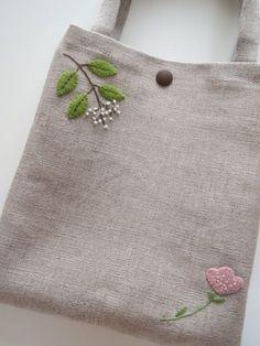 アップリケと刺繍のミニバッグ 2x
