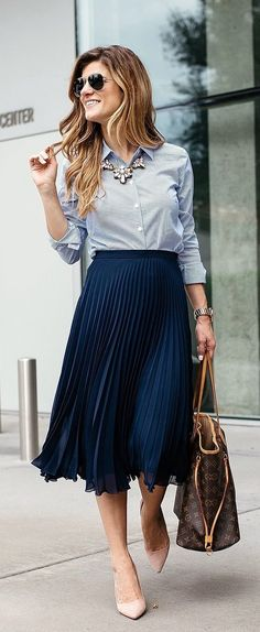 e765c0f6ba How To Incorporate Trends At Work - Dressing Stylish Yet Professional -  business casual outfit idea